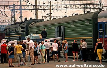 Transsibirische Eisenbahn Gepäckverladung un Ulan-Ude Russland - Transsibirische Eisenbahn