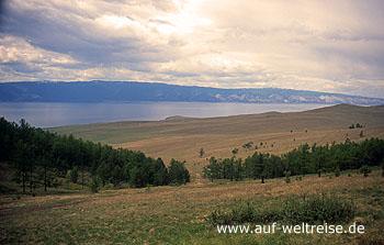 Russland, Baikalsee, Westufer, Bäume, Berge, Natur, grün, balu, Wasser, Baikal, Himmel Wolken