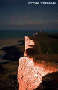 England; Eastbourne; Südküste; Vereinigtes Königreich, Großbritannien Steilküste, Bäume, Wind, Wuchs, wachsen, Wetter, Wolken, blau, weiß, Meer, Wasser, Küste,