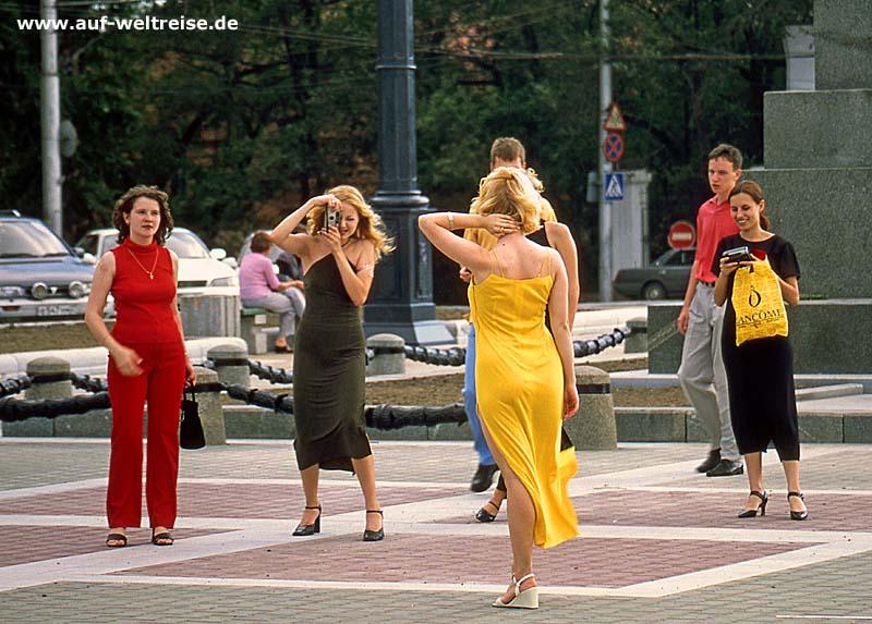 Frauen in Russland beim Fotografieren