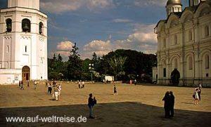 Russland, Moskau, Kreml, russisch, orthodox, Bauwerk, Platz, Kirche, Kathedrale, Architektur, Zar, historisch, groß, Himmel, Wolken, weiß, blau, Erzengel-Michael-Kathedrale