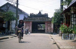 Vietnam, Ho An, Tran Phu, Japanische Brücke, Zentralvietnam, Südchinesisches Meer, Museumsdorf, UNESCO, Südostasien, Seidenstraße, Boote, Fluss, historisch Menschen, Wasser, Bäume, Häuser, Geschäfte