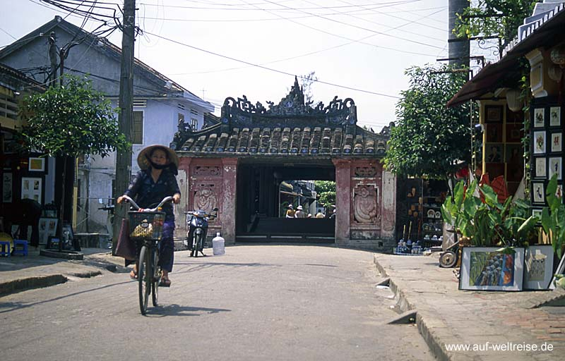 Vietnam, Ho An, Zentralvietnam, Südchinesisches Meer, Museumsdorf, UNESCO, Südostasien, Seidenstraße, Boote, Fluss, historisch Menschen, Wasser, Bäume, Wasserstraße, Japanische Brücke, Radfahrer