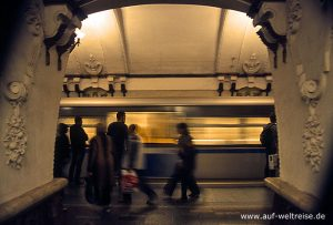Russland, Moskau, Metro, Ubajn, Bajn, Zug, Haltepunkt, Station, Bauwerk, Architektur