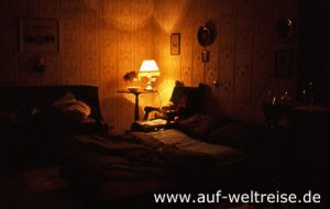 Russland, Petersburg, innen, Innenaufnahme, Raum, Bett, Lampe, Zimmer