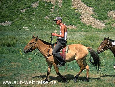 Gorki-Tereldsh, Nationalpark, Mongolei, Zentralasien, Chentij-Gebirge, Nomaden, Steppe, Grassteppe, Berge, Reiter, Pferd, reiten