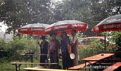 Deutschland, Regen, Menschen, Schirm, Regenschirm, Sonnenschirm, stehend