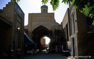 Usbekistan, Zentralasien, Mittelasien, Buchara, Bauwerk, Tor, Bogen, Markt, verkaufen, Händler, Menschen, Käufer, Stadt, Haus, Architektur