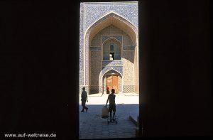 Kalon Moschee, Zentralasien, Usbekistan, Seidenstraße, Mittelasien, Buchara, Bauwerk, Moschee, Türme, Tor, Portal Architektur, Bauwerk, Haus, Treppe, Eingang