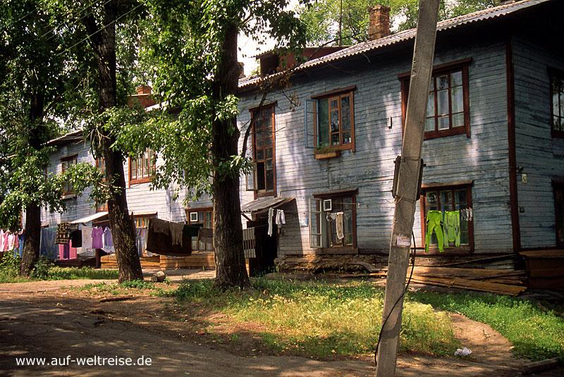 Russland, Chabarowsk, Bauwerk, Wohnhaus, grün, Straße, Baum, Bäume, Wiese