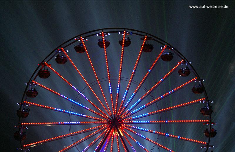 Deutschland, Berlin, Hauptstadt, Stadt, Europa, Riesenrad, Licht, Lichtspiele, Dämmerung, rot, blau, Himmel, Silvester, Rummel, Jahrmarkt, Fest, Party, Fete