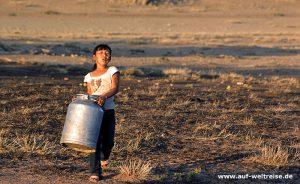 Mongolei, Kind, Milchkanne, Milch, Kanne, gehen, tragen, Mädchen, Person, Leben
