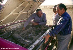 Mongolei, Menschen, Männer, Arbeit, Asien, Zentralasien, Leben, arbeiten, reparieren, Auto, Pkw, unterhalten