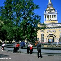 Russland, Admiralität, Russische Föderation, Europa, Osteuropa, Petersburg, Admiralität, Brunnen, Bauwerk, Platz, Newskij Prospekt, Bäume, Himmel, Architektur