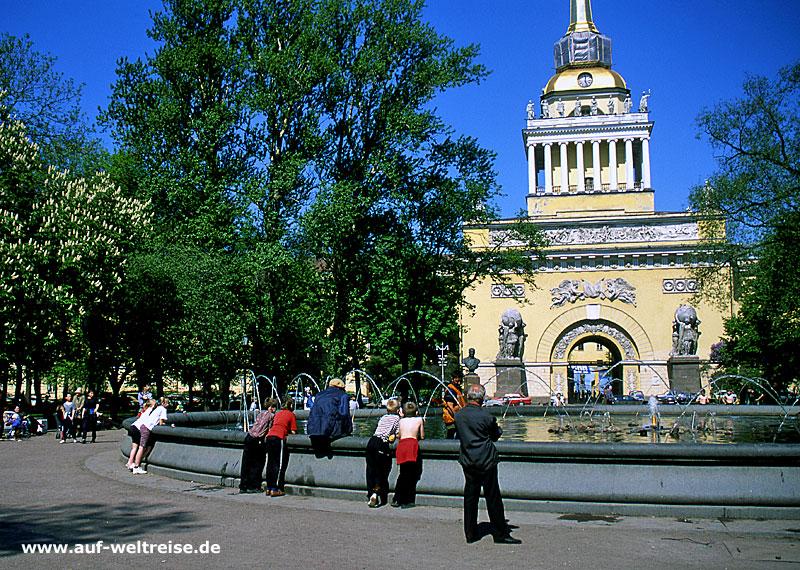 Russland, Russische Föderation, Europa, Osteuropa, Petersburg, Admiralität, Brunnen, Bauwerk, Platz, Newskij Prospekt, Bäume, Himmel, Architektur