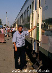 Usbekistan, Zugbegleiter, Kasachstan Express, Zug, Eisenbahn, Bahn, Mensch