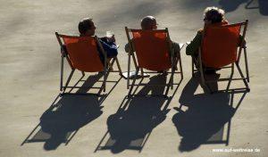 Personen im Gegenlicht, Deutschland, Gegenlicht, Sonne, blenden, blendet, Sonne, Menschen, Personen, sitzen, Stuhl