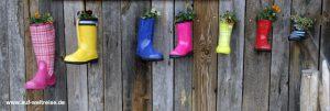 Stiefel am Zaun, Deutschland, Stiefel, Zaun, bunt, farbig, hängen, Blumen